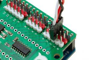 Detalle a la Placa base de la plataforma Furacos con un cable GVS